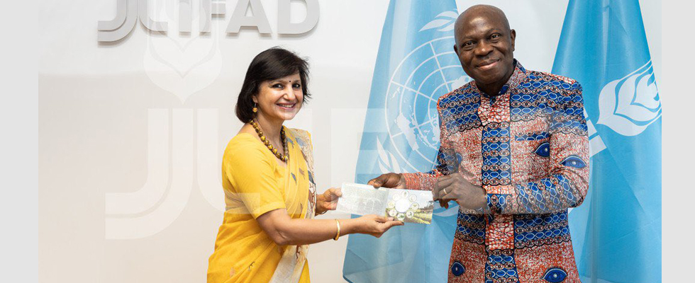 Dr Neena Malhotra presented commemorative coin of Rs 75, which was released by Hon'ble Prime Minister of India on the occasion of 75th Anniversary of  FAO  to Mr. Gilbert Houngbo, President, IFAD